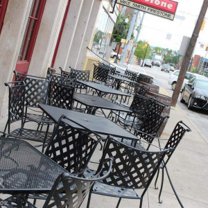Wick's Pizza in New Albany Patio